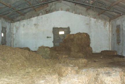 Ναός που έχει μετατραπεί σε αποθήκη άχυρου