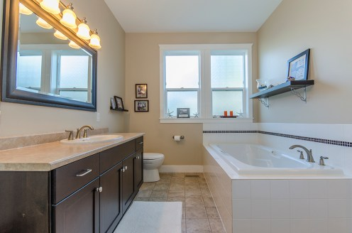 Master ensuite with soaker tub and shower