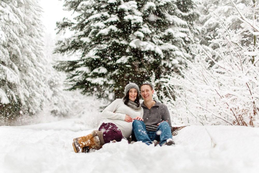snow maternity couple blanket