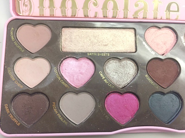 Too Faced Chocolate Bon Bons Palette Review - This eyeshadow palette is one of the best. It's super pigmented and glides on like a dream. It includes both matte and shimmer shadows. Click to see all the different looks that can be worn with the Chocolate Bon Bons Palette!