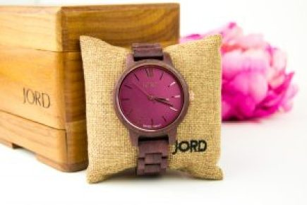 10 gift ideas for every woman on your list - impress her with these unique gift ideas this Christmas! Any fashionista would love the unique look of a hand-crafted wooden JORD watch!