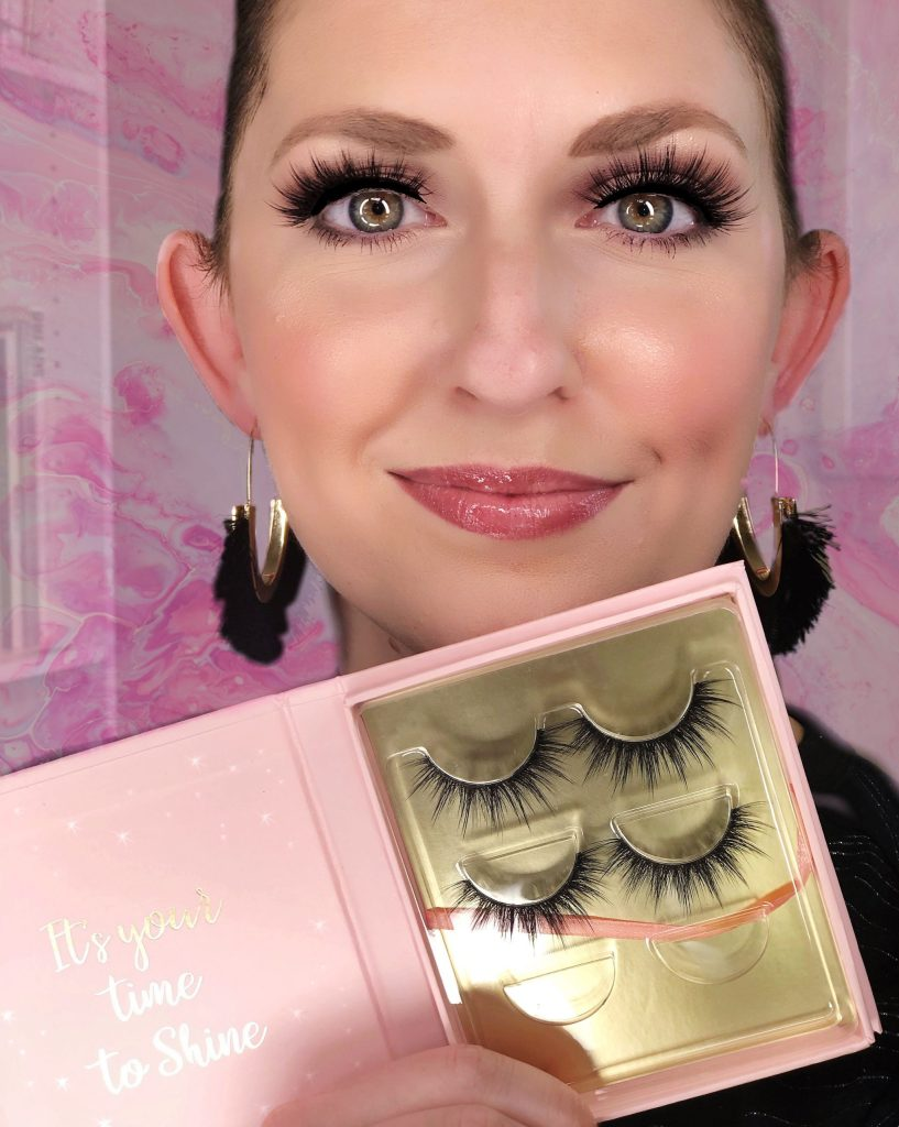 Looking for a great beauty gift? Check out Book of Lashes Volume II Set with 3 pairs of reusable eyelashes in them!