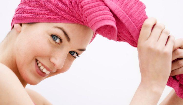 Ủ dầu lạnh giúp tạo độ ẩm cho tóc, phục hồi và làm khỏe tóc