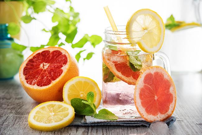 Kết hợp nước chanh và bưởi không những đem lại hiệu quả giảm cân rất tốt mà hương vị cũng rất ngon, dễ uống