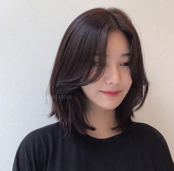 Tóc ngắn nâu hạt dẻ nhạt