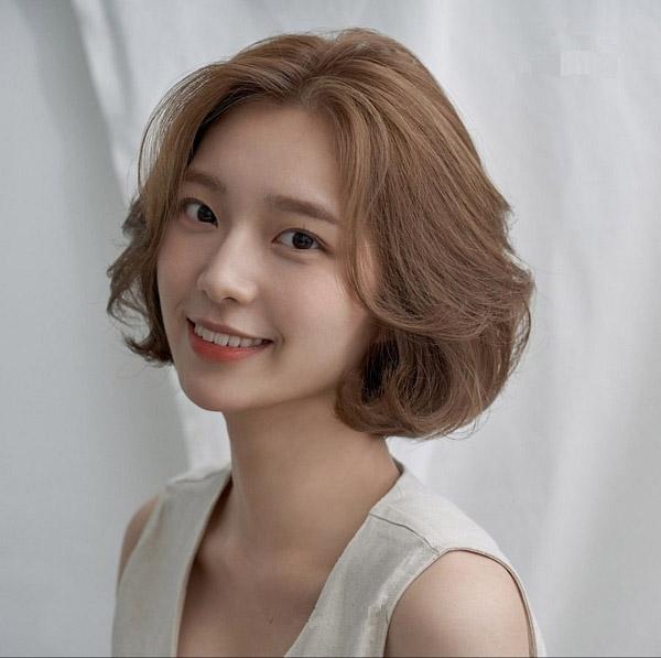 Kiểu nâu tây sáng phù hợp cho mọi kiểu tóc ngắn và dài đều được