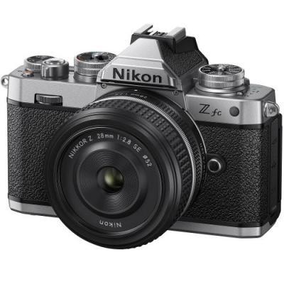ニコン Z fc フィルムカメラを思わせるレトロなデザイン