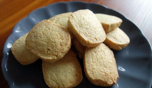 出かけるのは控えて家でアイスボックスクッキーを焼く