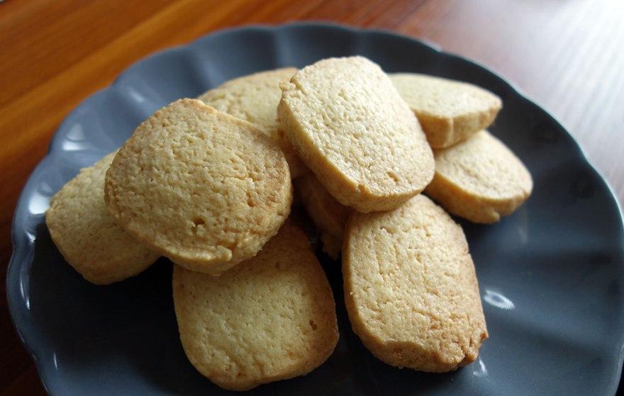 焼き上がったアイスボックスクッキー とってもシンプルで美味しい。