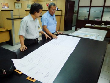 インドネシア国土地理院での地図資料の収集現場