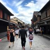 祇園・花見小路通りの売りビル