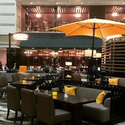 【1階〜6階まで 吹き抜けが開放的な気分を誘うロビラウンジ・バー】京都ブライトンホテル クー・オ・ミディ