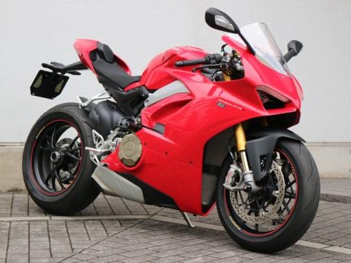 Rental bike Ducati Panigale V4-S