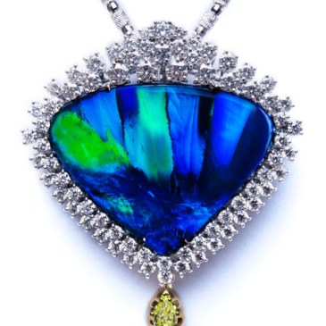 BLACK OPAL PENDANT AT197 BLACK OPAL 33.000 ct DIAMOND 4.568 ct DIAMOND 0.013 ct YELLOW DIAMOND 0.340 ct Fancy Yellow VVS2 PLATINUM 900