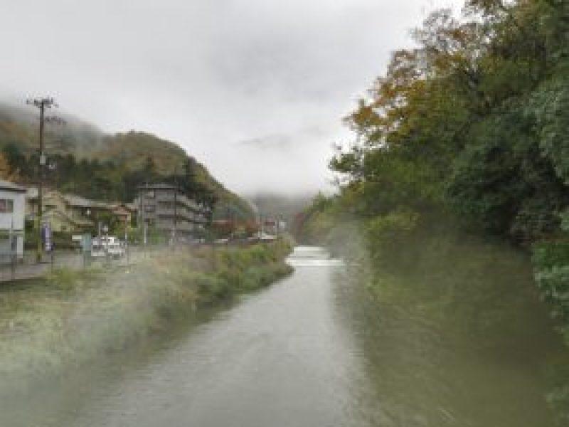 蓮華寺川沿い