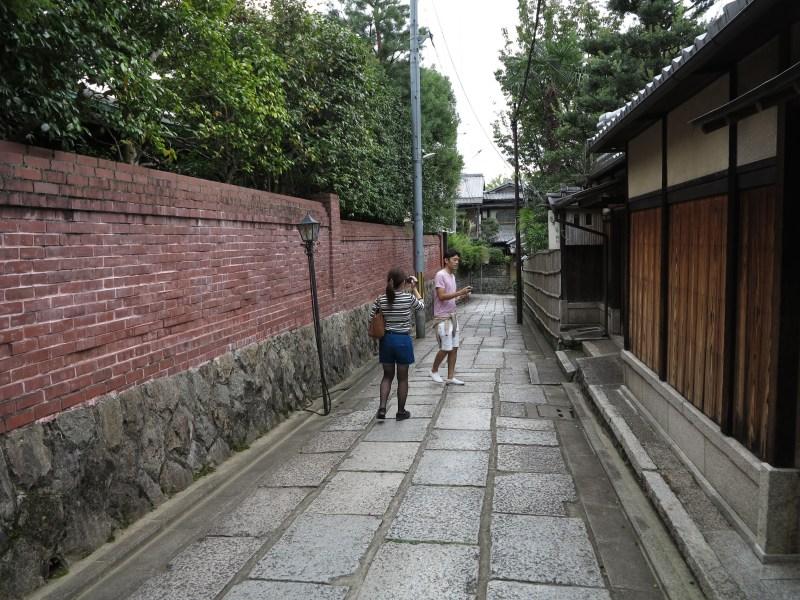 石塀小路八坂神社1