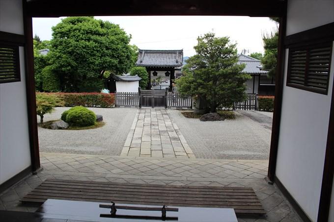 42総門を大玄関から眺める
