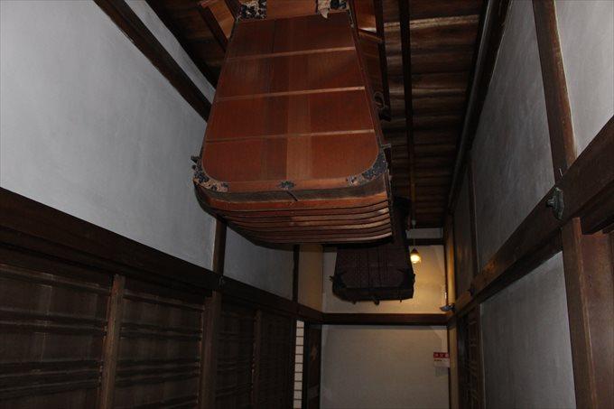 23通路の天井の謎の物体