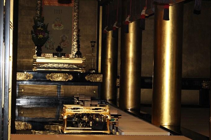 29_4阿弥陀堂のお仏壇右側