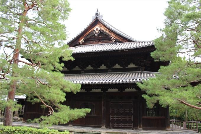 15仏殿の側面
