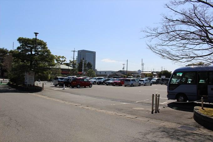 76城南宮の無料駐車場