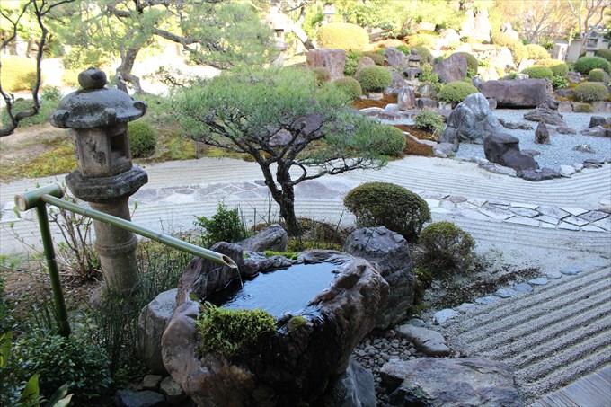 29雪の庭の手水