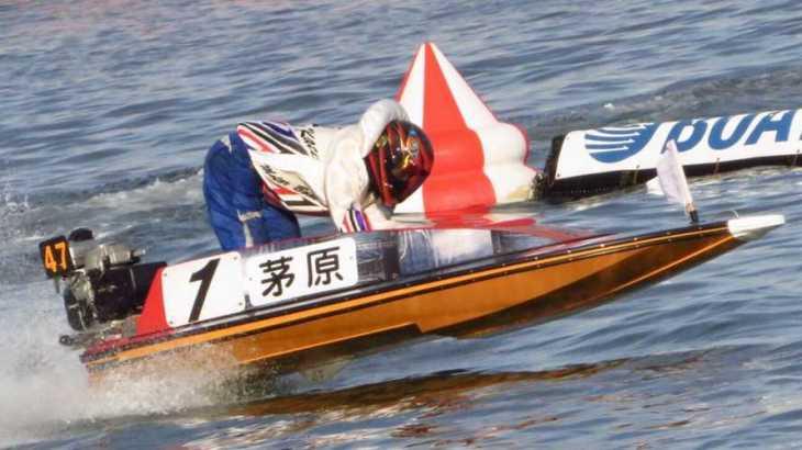 【競艇選手名鑑】豪快なモンキーターンが持ち味である茅原悠紀という男性ボートレーサー
