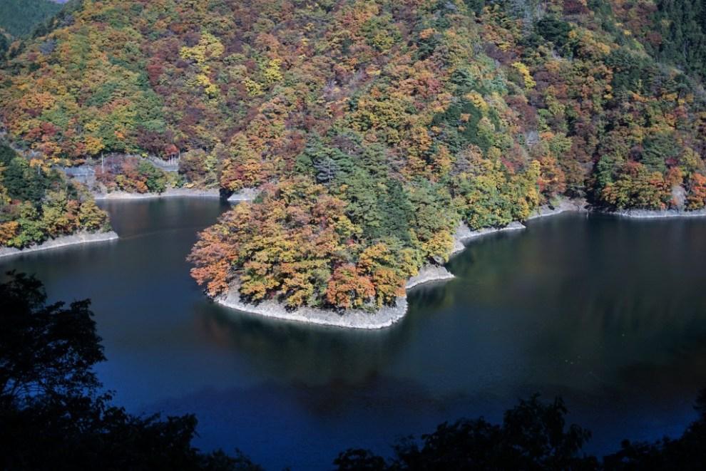 紅葉 奥多摩湖 小河内神社