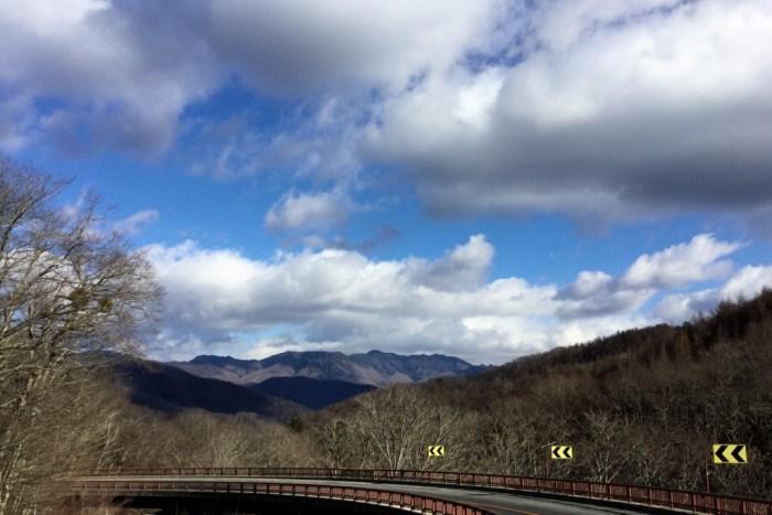 大菩薩ライン 雲取山を望む