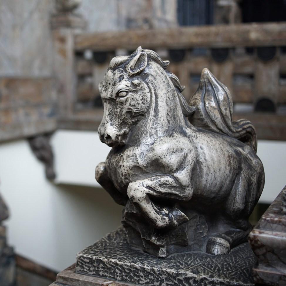 築地本願寺 動物 馬