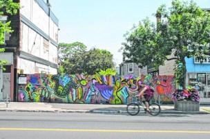 7 graffiti on Danforth blog passions100facons.jpeg_CMYK.jpg