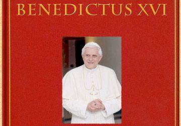 Le livre se referme sur le pontificat de Benoît XVI.