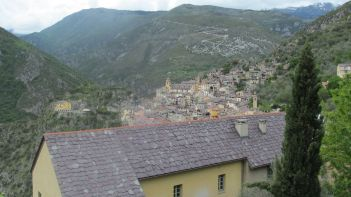 Village dans les Alpes-Maritimes.JPG