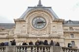 Humeurs de Paris Horloge Quai d'Orsay étudiants Josée Noiseux.jpg