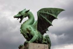 Un des quatre dragons du pont des dragons.jpg