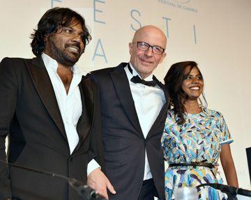 Le grand vainqueur, lauréat de la Palme d'Or pour Dheepan, Jacques Audiard et ses deux principaux interprètes.(photo: JP Tadros)