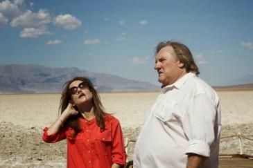 Isabelle Huppert et Gérard Depardieu, dans THE VALLEY OF LOVE de Guillaume Nicloux.png