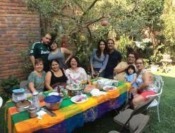 Lucie avec des amis salvadoriens.JPG