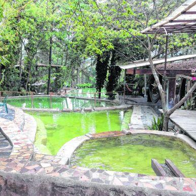 Piscines d'eau thermale de Santa Teresa (photo Lucie Lacombe) (2)_CMYK.jpg