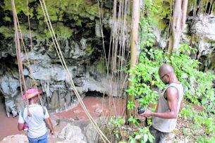 Entrée de la Grotte Marie-Jeanne_CMYK.jpg