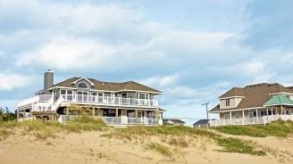 Des maisons de vacances, devant la plage Sandbridge, permettent aux groupes de faire des séjours reposants devant une des belles plages du continent. (Photo: Visit Virginia Beach)