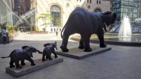 La mère éléphant et ses petits à Commerce Court. (Photo: Nathalie Prézeau)