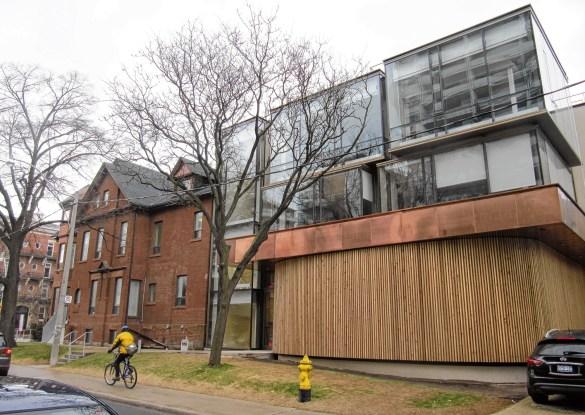 L'Alliance française de Toronto et son théâtre, au 24 Spadina Road, au nord de Bloor.