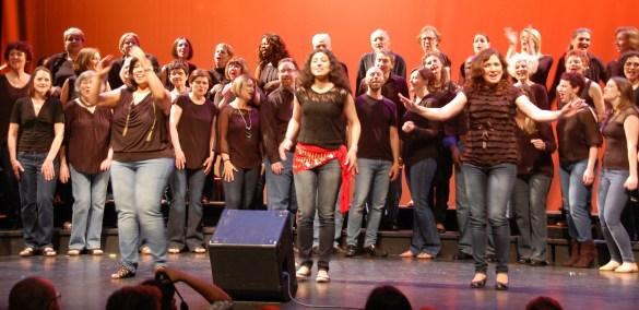 Une scène du spectacle des Voix du Coeur au théâtre Bluma Appel en mai 2016.