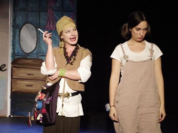 Régine Guyomard (la fée) et Marion Durand (Cendrillon). (Photo: Ron Giddings)