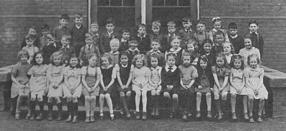 Les élèves de l'école du Sacré-Coeur de Toronto en 1902.