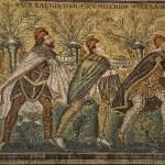 Les rois mages, SCS (sanctus, saint) Balthassar, Melchior, Gaspar, basilique Saint-Apollinaire-le-Neuf, mosaïque de l'époque de l'empereur Justinien (règne 527-565), Ravenne, Italie. (Photo: Odile Collet)