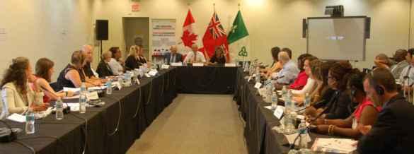 Passage à Toronto de la consultation fédérale sur les langues officielles.
