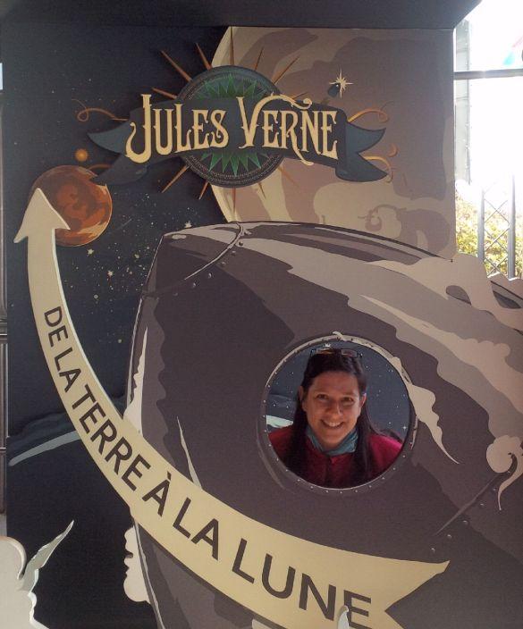 L'Extraordinaire voyage est un hommage à Jules Verne.