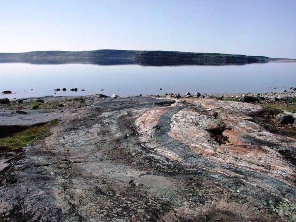 Affleurement de roches métamorphiques du Nuvvuagittuq au nord du Québec (Photo: NASA Astrobiology Institute)